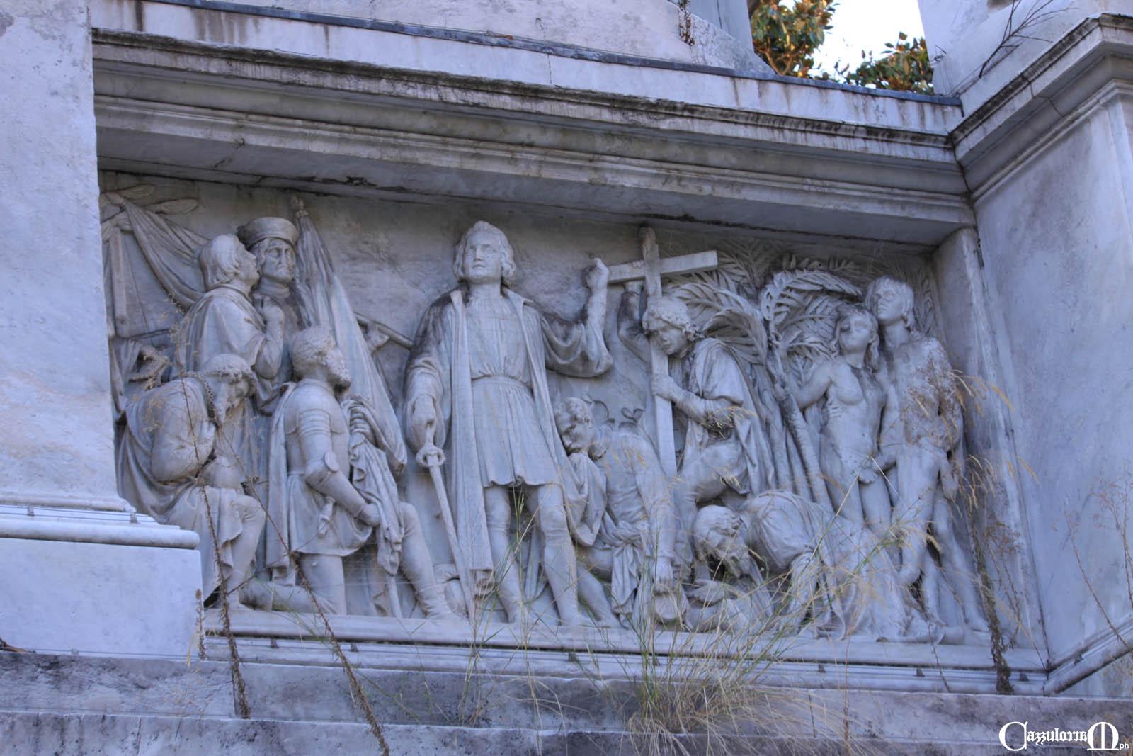 Il bassorilievo a Est opera di Aristodemo Costoli - Colombo arrivato nel nuovo mondo