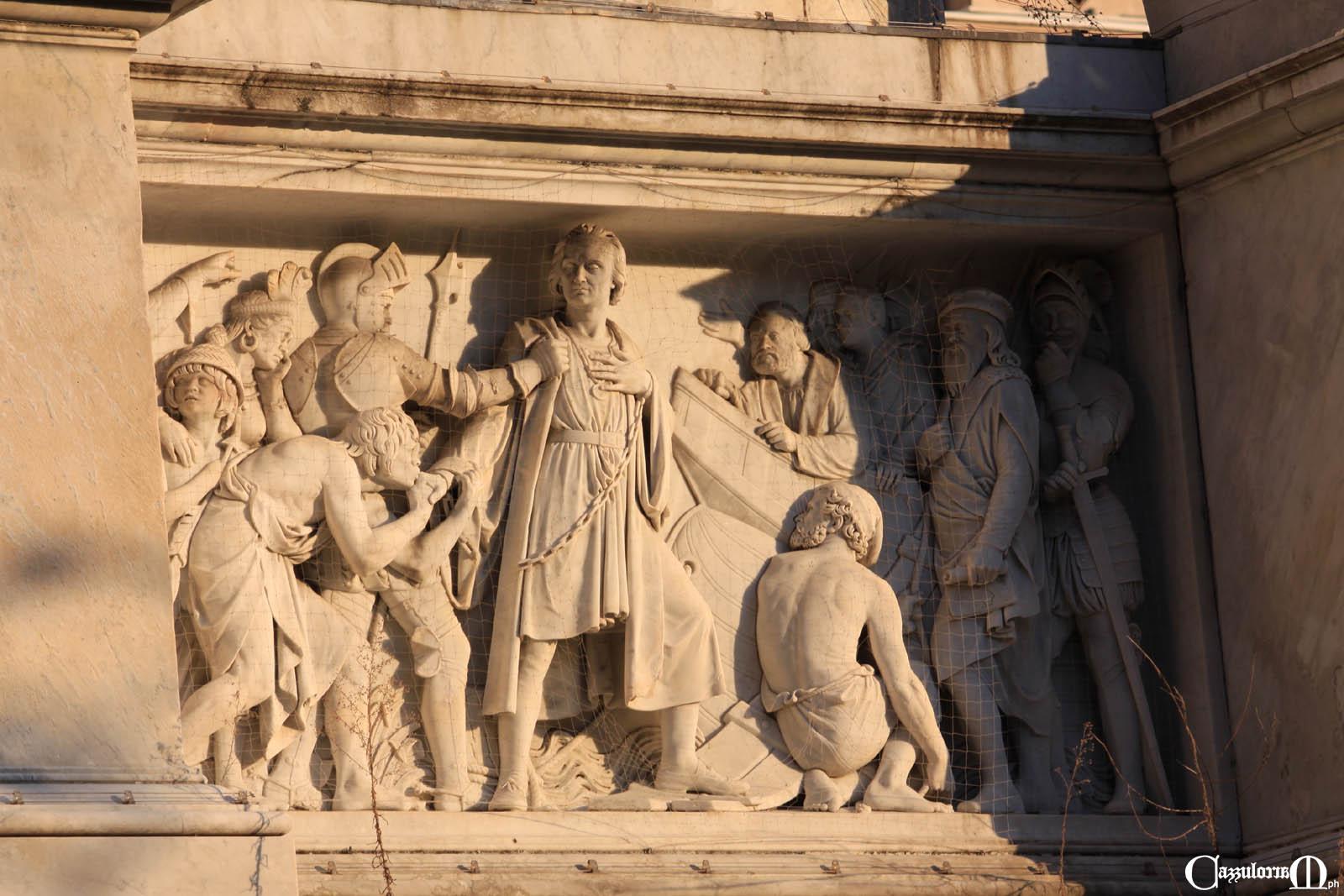 Il bassorilievo a Sud opera di Giuseppe Gaggini - Colombo al Consiglio di Salamanca