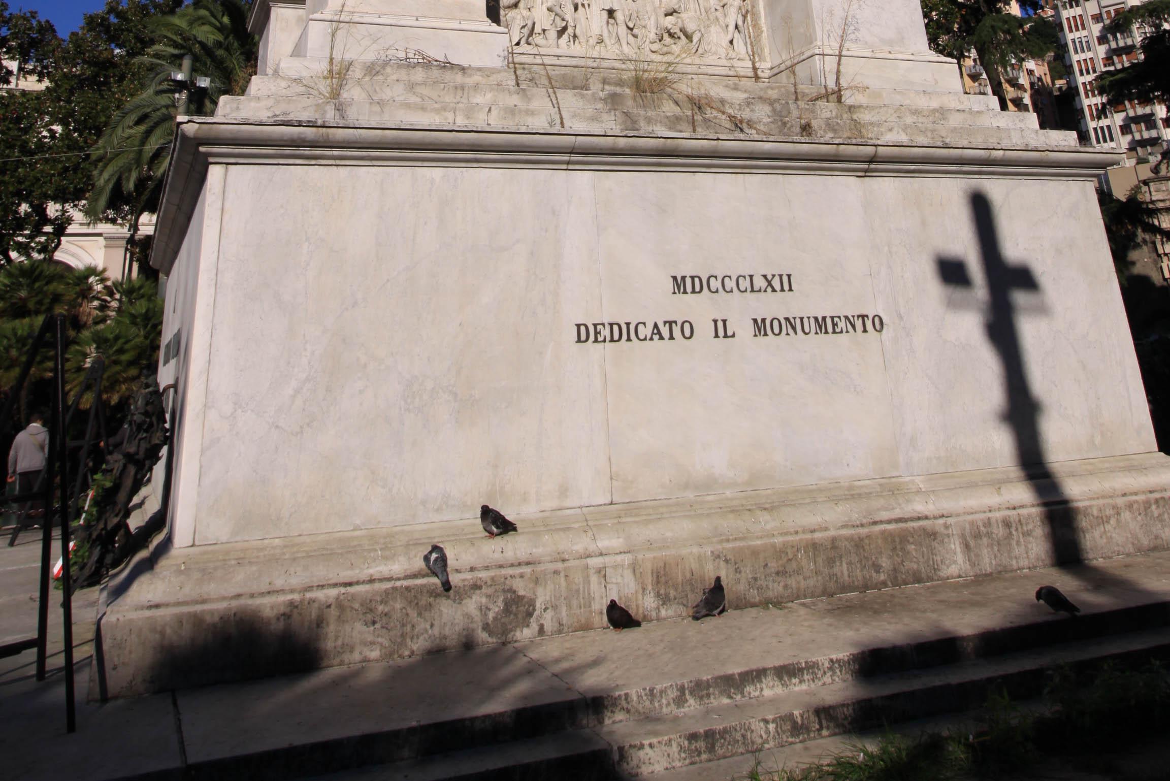 L'epigrafe posizionata a Est - 1862 Dedicato il monumento