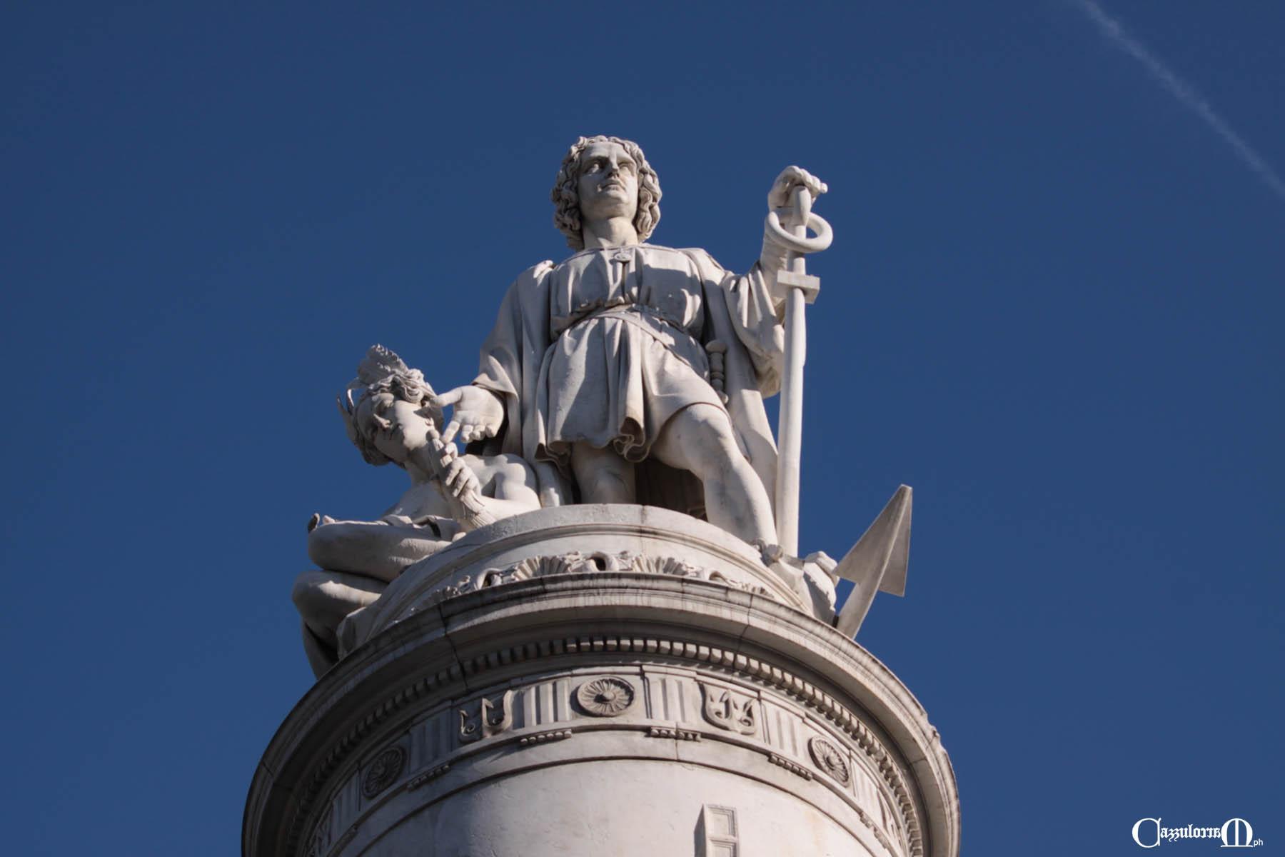 """""""la figura di Colombo in un fondo di cielo che le dà non poco risalto"""""""