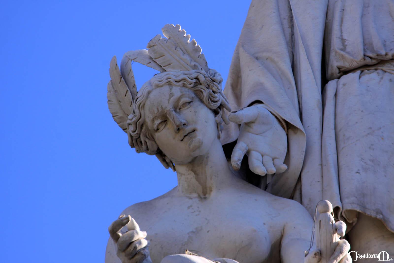 Fig. 7 La statua dell'America oggi senza la croce
