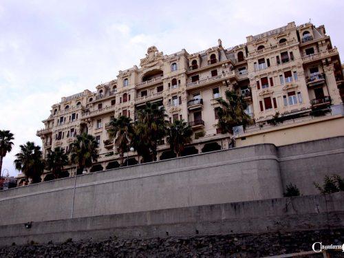 L'imponente Hotel Miramare ci apparve, come girammo l'angolo della stazione