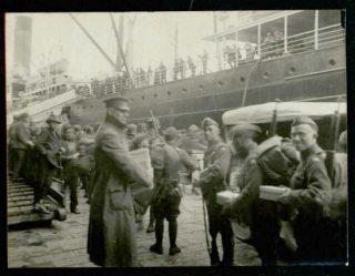 La partenza delle truppe americane e della Croce Rossa